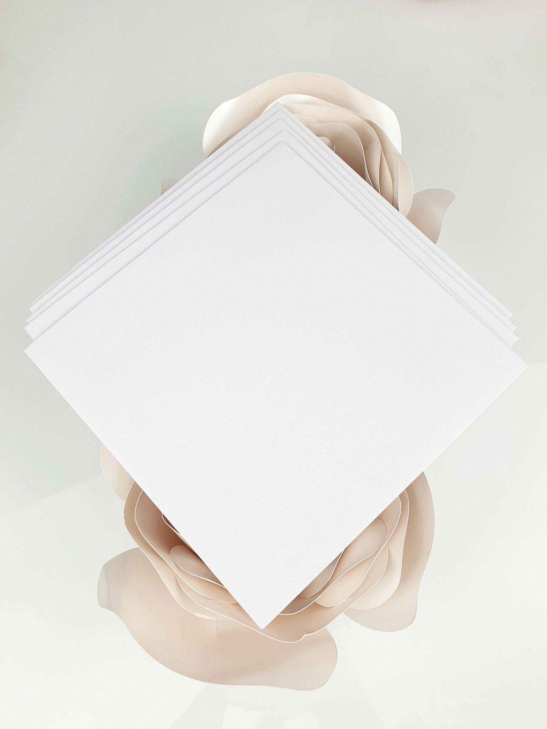 Koperta perłowa biała lniana do zaproszeń satynowych dodatki